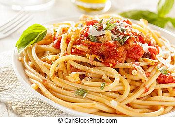 főtt tészta, bucatini, amatriciana, házi készítésű