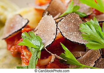 főtt tészta, szarvasgomba, fekete, ravioli