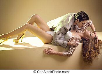 fabelachtig, afbeelding, van, sensueel, jong paar