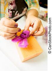 fabrication, felting, processus, toys., activité, laine, doux