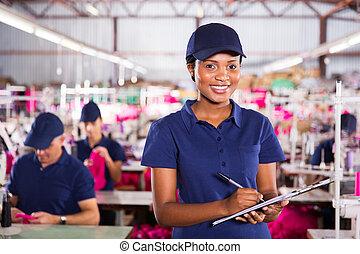 fabriek, kwaliteit, controleur, het houden een clipboard