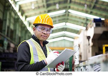 fabrikarbeiter, mit, klemmbrett, auf, der, hand