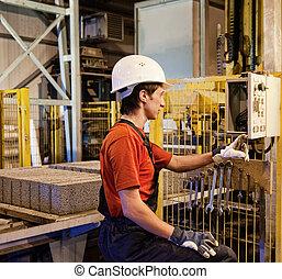 fabrikarbeiter, reparieren, kaputte , vorrichtung