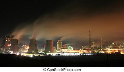 fabryka, w nocy