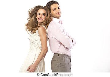 fabuloso, pareja joven, en, romántico, postura