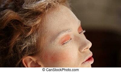 Face makeup - Makeup - dusting face closeup