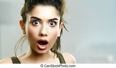 Face of surprised amazed young girl - Face of surprised ...