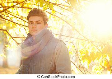 facet, portrait., backlighting, przystojny