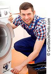 factótum, en, uniforme azul, fijación, un, lavadora