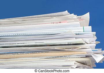 factures, empilé