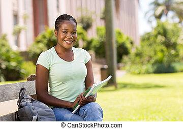 faculdade, aluno feminino, ao ar livre