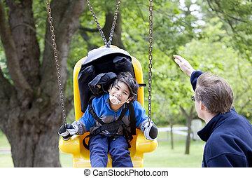 fader, pressande, handikappad, son, på, handikapp, gunga