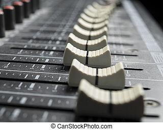 faders, en, el, escritorio de mixing