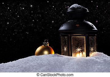fagyasztott, világító, éjjel, noha, csillaggal díszít, és, egy, arany-, christmas labda, alatt, hó