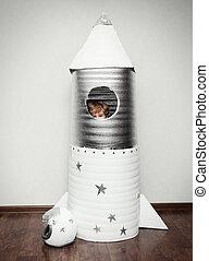 fait, rocket., main, habillé, astronaute, déguisement, enfant joue, heureux