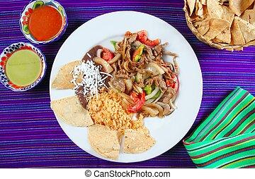 Fajitas de res beef fajita Mexican food nachos and chili...