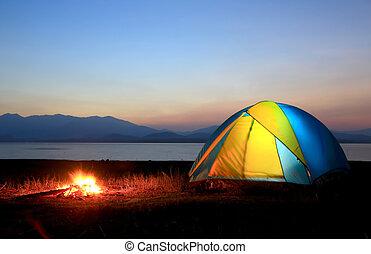 falò, tenda, accanto, lago, tramonto