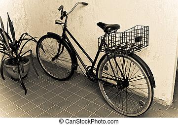 fal, öreg bicikli, retro, támasztott