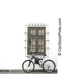 fal, bicikli