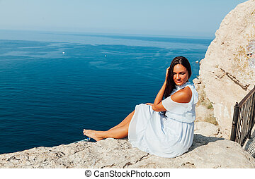 falaise, mer, regarde, robe, femme, beau, vue