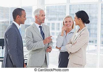 falando, feliz, equipe negócio