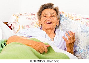 falando, mulher idosa
