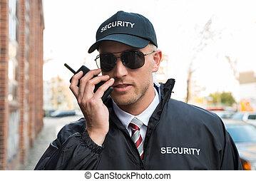 falando, segurança, walkie-talkie, guarda