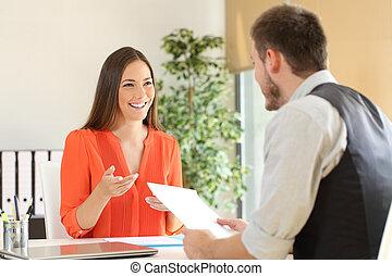 falar mulher, em, um, entrevista trabalho