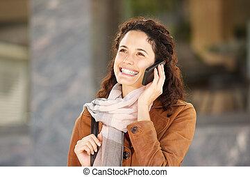 falar mulher, móvel, jovem, cima, telefone, fim, echarpe, feliz