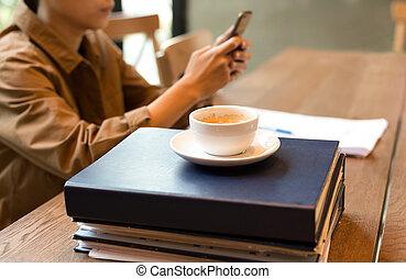 falcownicy, patrząc, filiżanka do kawy, górny, wybrany, ognisko, komórka głoska, student
