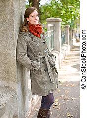 Fall fashion girl. - Portrait of a beautiful cheerful fall...