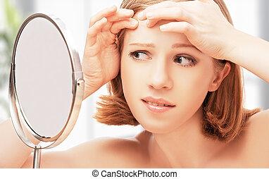 fallten , säge, spiegel, schöne , akne, frau, erschrocken, junger, gesunde