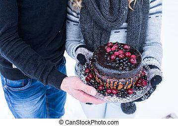 falusias, esküvő torta, noha, bogyók, alatt, kéz, közül, párosít