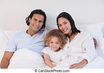 família, cama, sentando