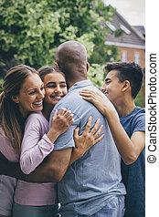 família, carícia, ao ar livre