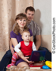 família, casa, com, laptop