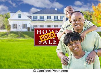 família, casa, sinal vendido, americano, africano, frente