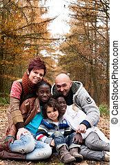família, com, adotado, crianças