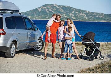 família, com, muitos, crianças, mar, costa