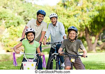 família, com, seu, bicicletas