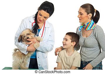 família, com, seu, cão, em, veterinário