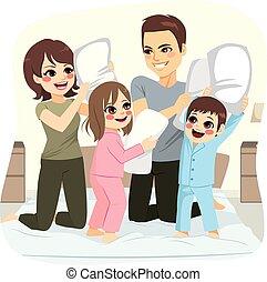 família, combate travesseiro