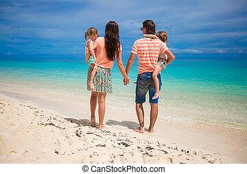 família, costas, férias, quatro, praia, vista