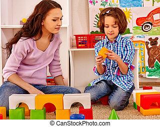 família, criança, tocando, bricks.