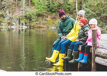 família, descansar, em, rio