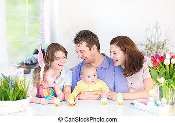 família, desfrutando, páscoa, pequeno almoço