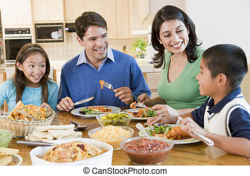 família, desfrutando, refeição, junto