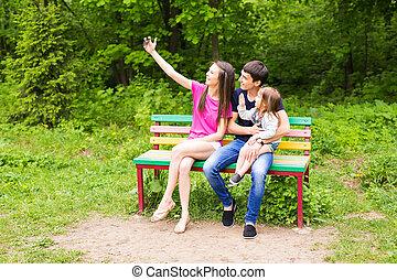 família, ensolarado, selfie, parque, dia, levando, feliz