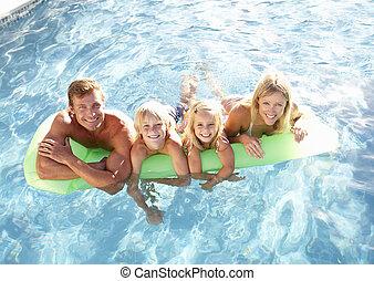 família, exterior, relaxante, em, piscina