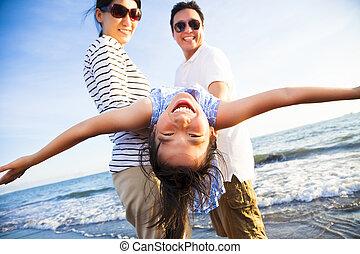 família feliz, apreciar, férias verão praia